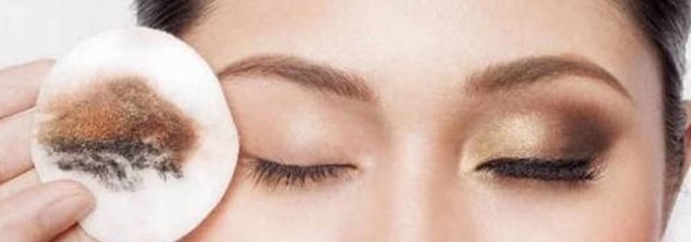 چند نکته کوتاه و مؤثر برای پاک کردن آرایش چشم
